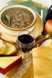 Rotwein und französische Zwiebelen-Suppe Lizenzfreies Stockfoto