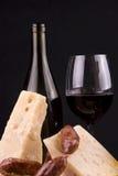Rotwein und Käse Stockbilder