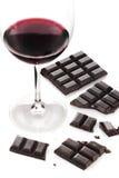 Rotwein und Schokolade stockbilder