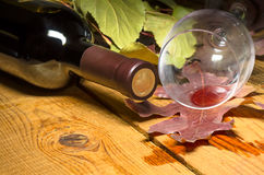 Rotwein verschüttet lizenzfreies stockfoto
