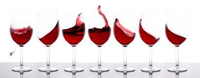 Rotweine in Folge lizenzfreie stockfotos