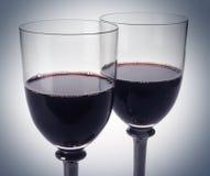Rotweingläser zwei Stockbilder