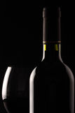 Rotweinglas und -flasche Stockfotografie
