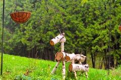 Rotwild gemacht vom Holz stockfoto