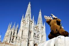 Rotwild-Spielzeug mit der Kathedrale von Burgos Lizenzfreie Stockbilder