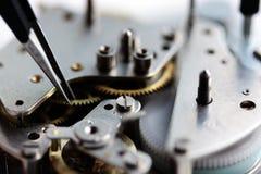 Rouage d'horloge mécanique à l'intérieur Photos stock