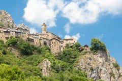 Roubion, pueblo de piedra en Francia Fotografía de archivo