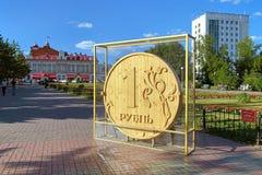 Rouble en bois - monument à Tomsk, Russie Image libre de droits