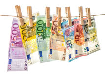 5000 roubles för modell för bakgrundsbillspengar Eurosedlar som hänger kläderben Royaltyfri Bild