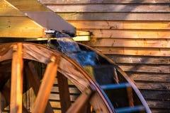 Roue d'eau de moulin de blé à moudre Photos libres de droits