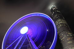 Roue d'observatoire du HK de vue de nuit et IFC Photographie stock
