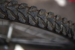 Roue d'une bicyclette aux plans rapprochés Images libres de droits
