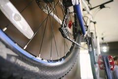 Roue d'une fin de bicyclette  Une partie d'une roue d'une fin de bicyclette  image libre de droits