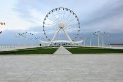 Roue de Baku Ferris sur le rivage de la Mer Caspienne Image libre de droits