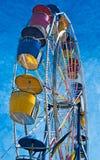 Roue de Coloful Ferris de côté images stock