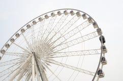 Divertissement-sur-un-attraction-un-enquête-roue Photo stock