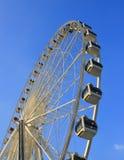 Roue de Ferris avec le ciel bleu photo libre de droits