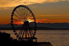 Roue de Ferris de coucher du soleil Photos stock
