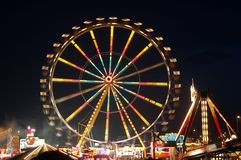 Roue de Ferris la nuit Image stock