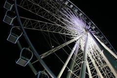 Roue de Ferris par nuit photos stock