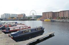 Roue de Liverpool sur Albert Dock de la rivière le Mersey à Liverpool, Angleterre image libre de droits