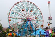 Roue de merveille au parc d'attractions de Coney Island image libre de droits