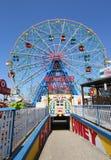 Roue de merveille au parc d'attractions de Coney Island Photographie stock libre de droits