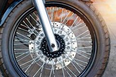 Roue de motos sur la rue Photo libre de droits
