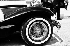 Roue de vintage à la rétro voiture Pékin, photo noire et blanche de la Chine Image libre de droits
