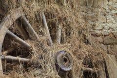 Roue en bois images stock