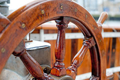 Roue en bois de bateau Photographie stock