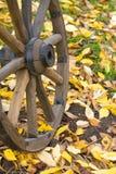 Roue en bois de chariot Photo stock