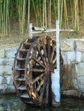 Roue hydraulique en bois traditionnelle Photos libres de droits