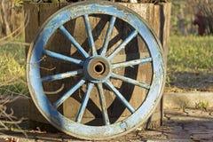 Roue rustique bleue Photos libres de droits