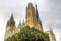 Rouen - Facade av domkyrkan arkivfoto