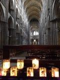 Rouen/Frankrike - Oktober 30 2018: Inre av den Rouen domkyrkan arkivfoto