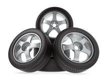 Roues avec de nouveaux pneus sur le fond blanc Images libres de droits