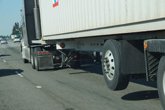 Roues brouillées de camion images stock