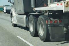 Roues brouillées de camion photo stock