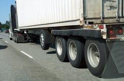 Roues brouillées de camion images libres de droits