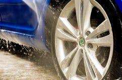 roues buble de voiture bleue de rs d'octavia de skoda grandes Photos stock