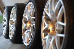 Roues d'alliage image stock
