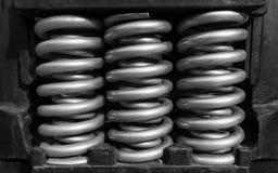 Roues d'un train de ressort Mécanisme d'amortissement de ressort de train de châssis Photo stock