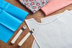 Roues de d?couverte, mod?les de couture et papier de transfert pour la mise sur pied image stock
