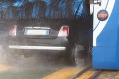 Roues de véhicule de lavage Photographie stock