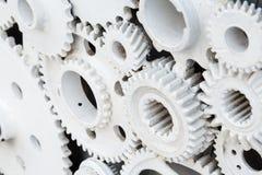 Roues de vitesse blanches de moteur comme le fond industriel photos stock