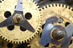 Roues dentées à l'intérieur de mécanisme d'horloge Photo stock