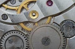 Roues dentées en métal dans de vieux rouages, macro Photographie stock libre de droits