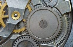 Roues dentées en métal dans de vieux rouages, macro Image libre de droits
