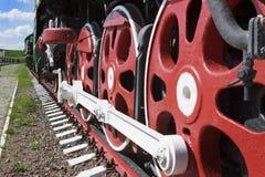 Roues et dispositifs d'accouplement d'une grande locomotive image stock